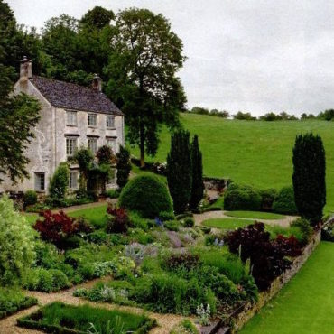 HOME: Gloucestershire Farmhouse
